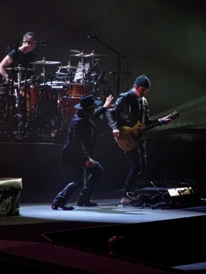 The Shadowman Exorcising the Edge's demon guitar - Croke Park 2017