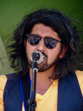 Mohsin Zaman - love the audience reflected in the sunglasses!