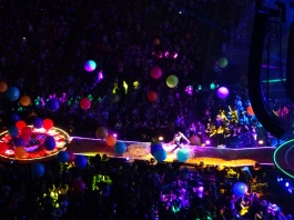 Chris Martin Beach Balls Coldplay Rogers Place Edmonton Sept 27 2017