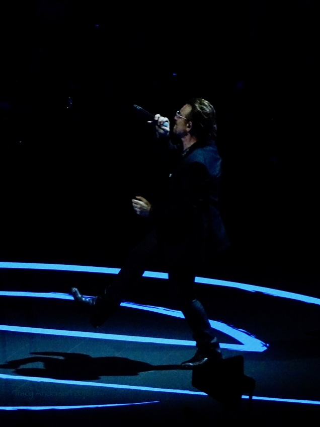 Bono E Stage Jump U2 eXPERIENCE & iNNOCENCE Tour NJ June 29 2018