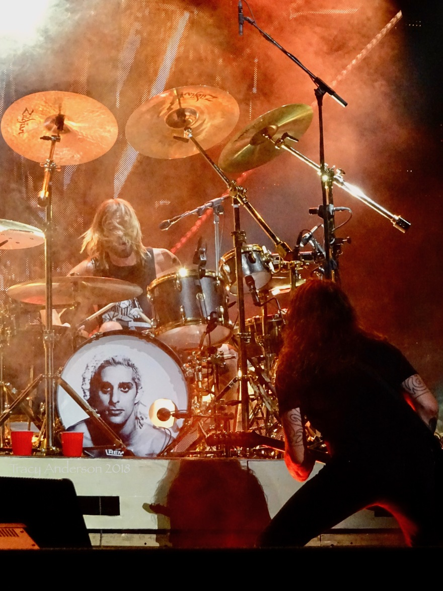 Dave Grohl Taylor Hawkins Foo Fighters Concrete and Gold Tour Rogers Place Edmonton Oct 22 2018