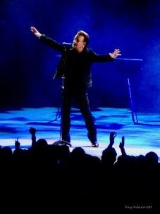 * bono arms U2 The Joshua Tree Tour Perth Nov 27 2019